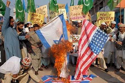 5_gaza_bomb_dic08_ira_pakistan_1