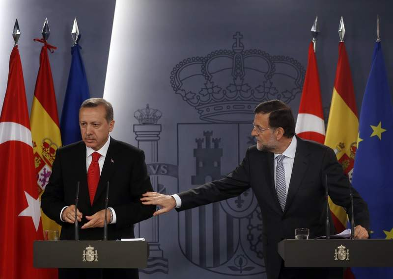 Spain's Prime Minister Rajoy tries to get the attention of his Turkish counterpart Erdogan at the start of a news conference during their one-day summit meeting at the Moncloa Palace in Madrid